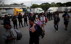 Thêm hàng ngàn di dân từ El Salvador đổ sang Mỹ
