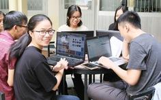 Trường bất ngờ chuyển từ thi online sang tập trung, sinh viên phản ứng