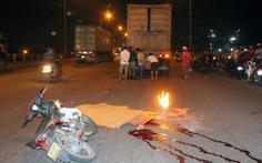 Xe máy tông đuôi xe đầu kéo trên cầu Đồng Nai, 2 người thương vong