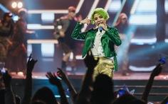 Vũ Cát Tường tóc xanh, hát live cùng hàng ngàn khán giả