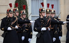 10.000 cảnh sát Pháp xuất quân bảo vệ Paris