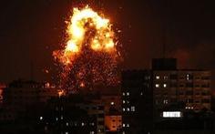 Bom đạn rực trời ở Dải Gaza giữa Israel và Palestine