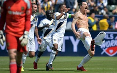 Cú vô lê 37m của Ibrahimovic giành giải bàn thắng đẹp nhất năm tại MLS