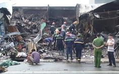 Lật đống đổ nát tìm nam thanh niên tử vong do cháy kiốt