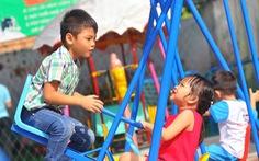 Bàn giao 2 khu vui chơi cho trẻ em vùng Chiến khu Đ