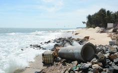 """Bờ biển """"thủ đô resort"""" Phan Thiết sạt lở nặng"""