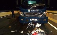 Chạy ngược chiều cầu Cao Lãnh, 2 nữ sinh bị xe tải tông chết