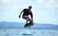 Trải nghiệm cảm giác 'bay' trên mặt nước với công nghệ ván lướt eFoil