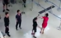 Sẽ cấm bay 3 người hành hung nhân viên hàng không