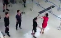 Cấm bay 12 tháng 3 người hành hung nhân viên hàng không