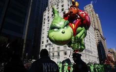 Bóng bay khổng lồ hình Son Guku, Olaf, chú hề... diễu hành dịp lễ Tạ ơn