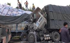 Xe tải húc đuôi nhau trên cao tốc Đà Nẵng - Quảng Ngãi