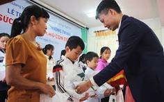 """Trao thưởng """"Tiếp sức con nhà nông đến trường"""" tại Nghệ An"""