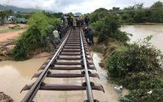 Khó sửa xong đường sắt sạt lở vào tối nay vì mưa lớn