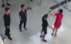 Khởi tố người hành hung nữ nhân viên hàng không