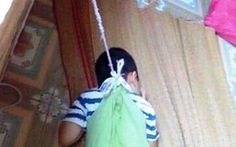 Xác minh cháu bé 4 tuổi bị buộc dây vào khung cửa tại trường
