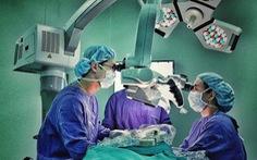 Khám 100-150 bệnh nhân/ngày, có BS thu nhập chưa tới 15 triệu/tháng