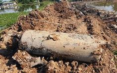 Phát hiện vật nổ 'khủng' nặng cả tấn khi đào ao cá