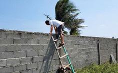 Phú Yên kiểm tra toàn diện dự án bít lối, dân leo tường ra biển