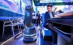 Nhà hàng lẩu đầu tiên sử dụng nhân viên phục vụ bằng robot