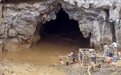 Gấp rút cứu hai nạn nhân trong vụ sập hầm vàng tại Hòa Bình