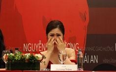 Hương Tràm khóc nghẹn nghe cha nói trong họp báo live show