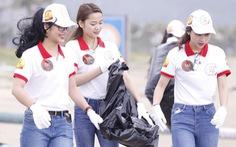 Hoa khôi sinh viên Việt Nam dọn vệ sinh bãi biển sau mưa lũ