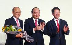 Ông Park dùng 100.000 USD tiền thưởng cho người nghèo và bóng đá