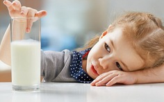Con thấy sữa là 'lắc đầu', làm sao đây?