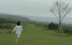 Đến Phú Yên chạy chân trần trên đồi cỏ xanh