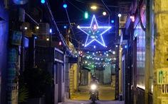 Hẻm xóm đạo màu thời gian bỗng bừng lên rực rỡ mùa Noel