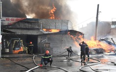 Cháy lớn ở xưởng kinh doanh pallet gỗ gần ngã tư Vũng Tàu