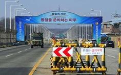Hai miền Triều Tiên tổ chức lễ kết nối đường sắt và đường bộ
