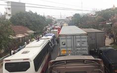 Quốc lộ 18 ùn tắc kéo dài vì tài xế phản đối trạm BOT Phả Lại