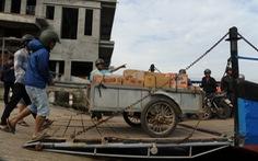 Phà hư sửa 2 tháng chưa xong, dân xã đảo 'lao đao'