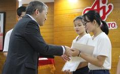 Tân thủ khoa nhận học bổng từ Ajinomoto Việt Nam