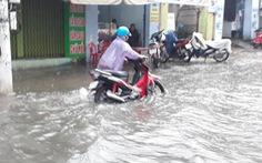 Nha Trang mưa ngập nhiều tuyến phố, dân vùng sạt lở sơ tán