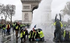Macron sẽ xuống nước hay cứng rắn?