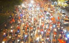 Người Việt cả nước đang ngây ngất chung niềm vui chiến thắng