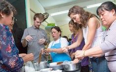 Học làm 'sứ giả' ẩm thực Việt
