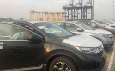 Hơn một tháng, vỏn vẹn 27 xe hơi nhập về Việt Nam
