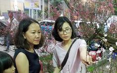 27 Tết: Đào Bắc giảm giá, dân Sài Gòn đổ xô lựa mua