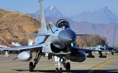 Bắc Kinh bắn tin: điều máy bay hiện đại tập trận để chống Ấn Độ