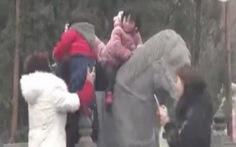 Du khách Trung Quốc lại hành xử kém văn hóa
