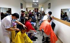 Những bác sĩ cắt tóc