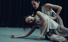 Kiều lên sàn múa, Dế mèn vào nhạc kịch