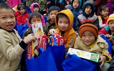 500 phần quà tết đến tay học sinh vùng bão Quảng Bình