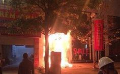 Nhà 5 tầng bốc cháy trong đêm