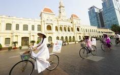 Người Việt ngày càng ưa ăn tết xa nhà