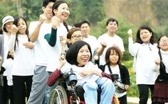 Cô gái mắc chứng teo tủy sống dạy nghề miễn phí cho người khuyết tật
